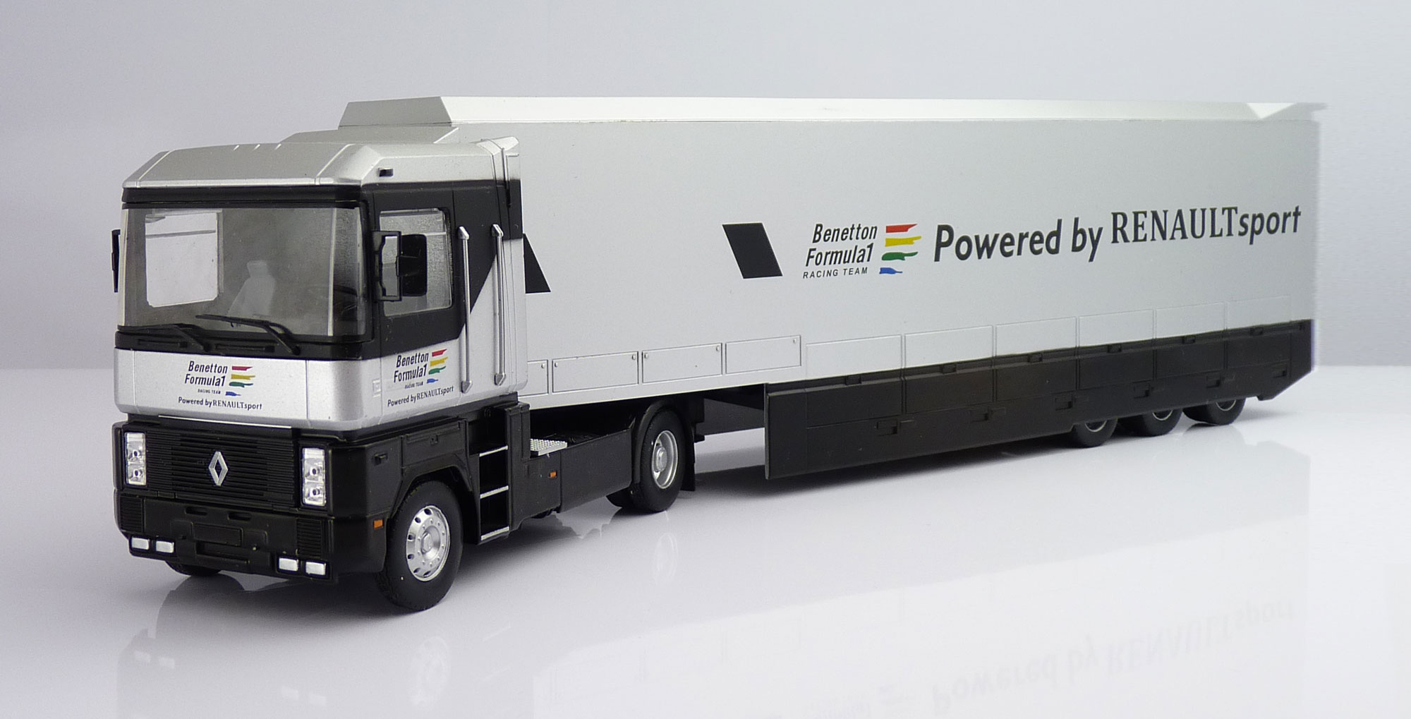 F1 Car Collection Benetton Transporter Truck